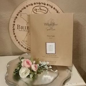NIB Willow Tree 4 in x 6 in rosette picture frame